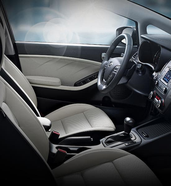 kia-cerato-forte-5-door-wide-b-interior-02-w