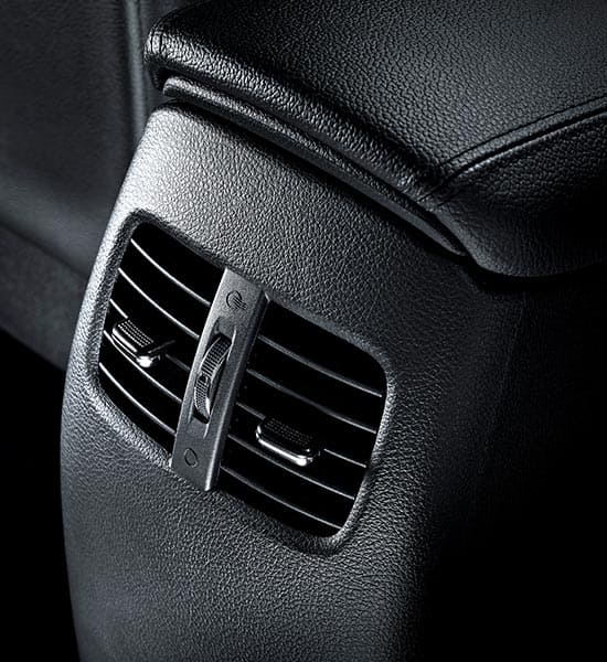 Rear passenger vents