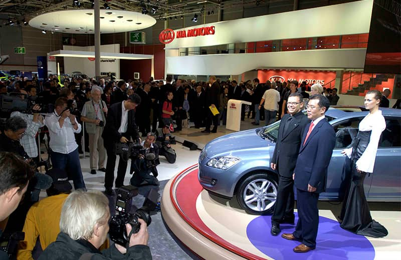 2006-the-ceed-kias-strategic-model-for-europe-is-unveiled-at-paris-motor-show