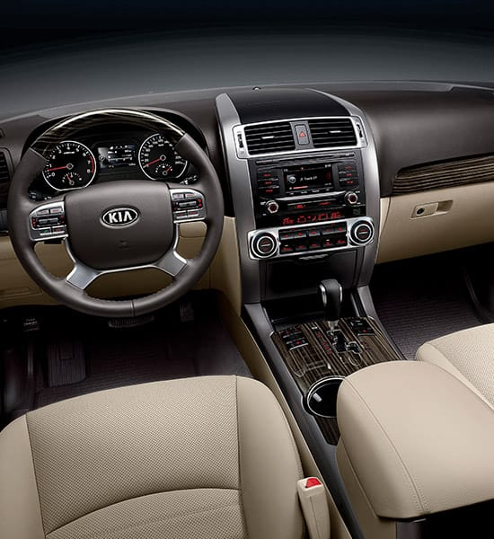 cr-sorento-wide-b-interior-01-w