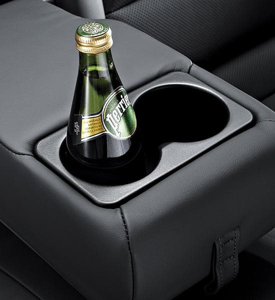 Rrear center armrest with cup holders