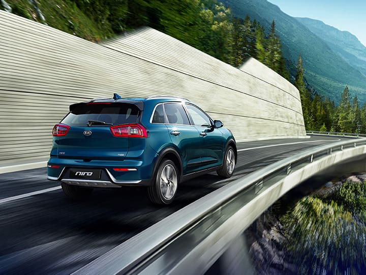 Kia Niro outdoor diving scene