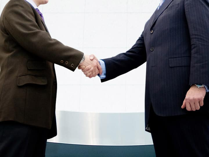 Kia Motors philosophy image shaking hands