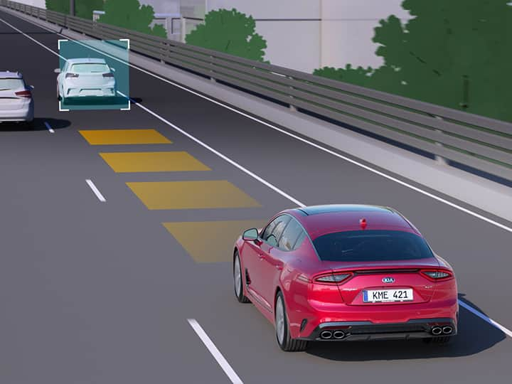 Advanced cruise control helps the driver to have enough spaße between him and the other car