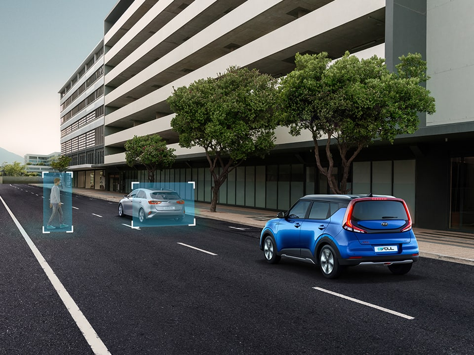 Kia e-Soul Forward Collision-Avoidance Assist with Pedestrian/Cyclist Protection