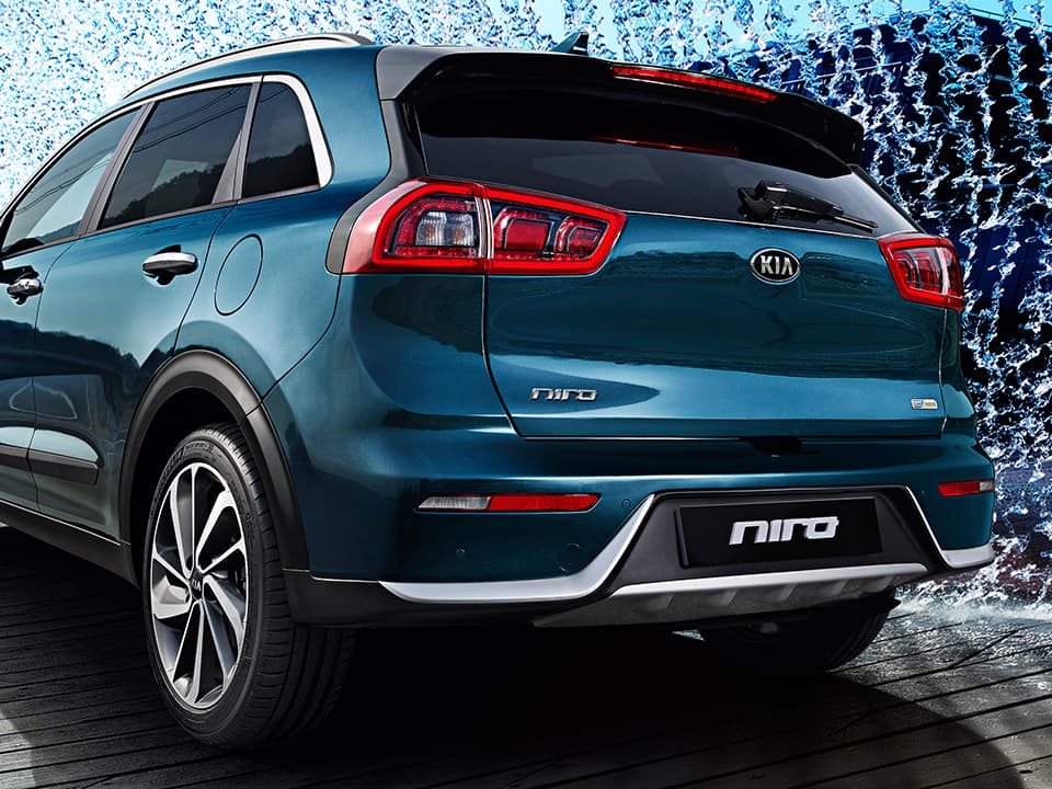 Kia Niro striking rear