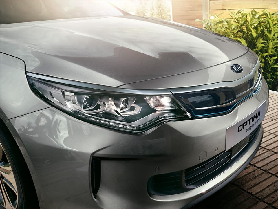 Face avant de la berline premium Kia Optima Hybride Rechargeable