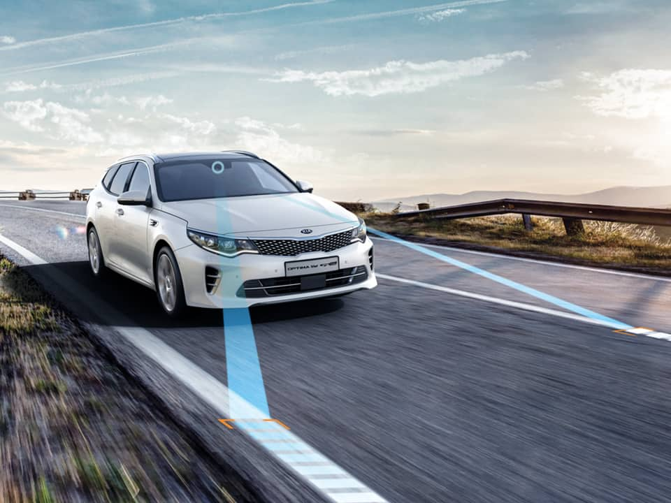 Kia Optima Sportswagon Plug-in Hybrid – lane keeping assist system