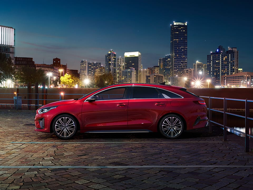 Kia ProCeed design in nighttime atmosphere