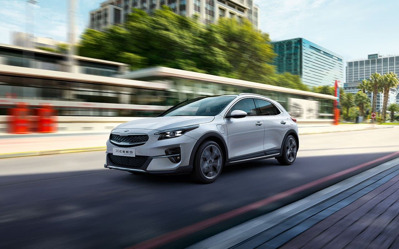 kia xceed plug-in hybrid driving