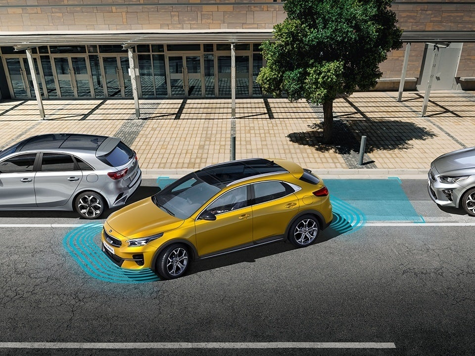 kia xceed plug-in hybrid rear view camera and  parking guide with smart parking assist