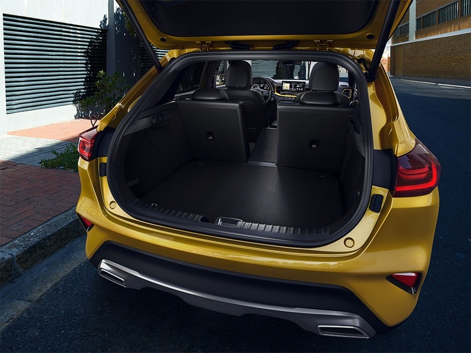 Kia XCeed folding seats and boot space
