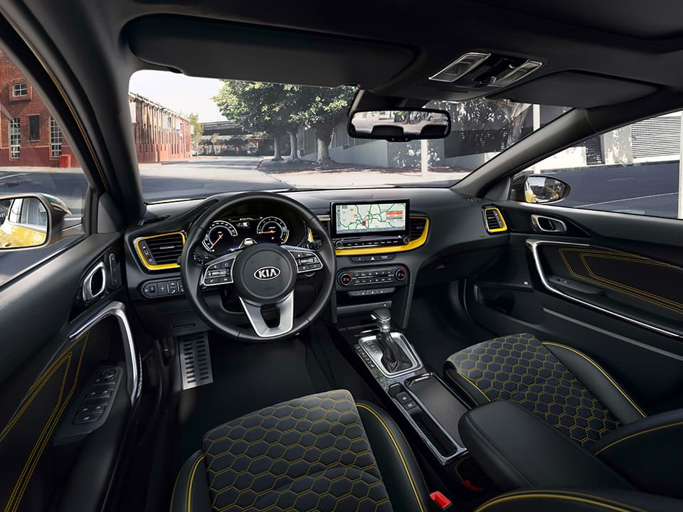 Kia XCeed crossover coupé driver's view