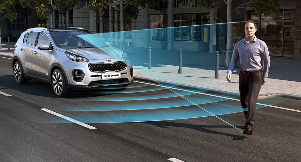 Kia Sportage scanners detecting a pedestrian in the path of the car
