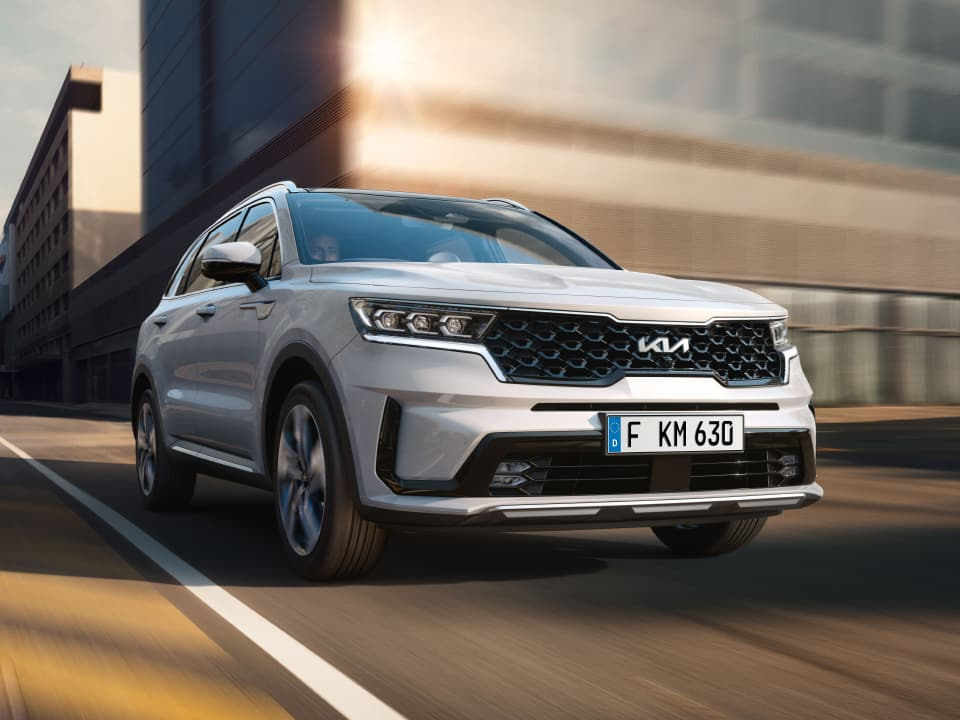 All-New Kia Sorento Hybrid driving through the city