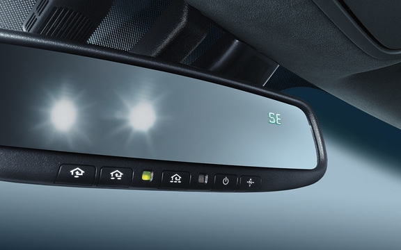 Auto-dimming rearview mirror in the 2019 Cadenza