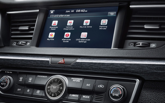 "UVO eServices w/ 8"" display in the 2019 Cadenza"