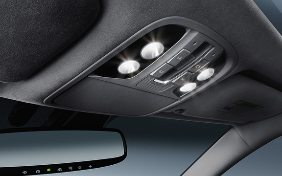 The LED interior lighting feature of a 2018 Cadenza.