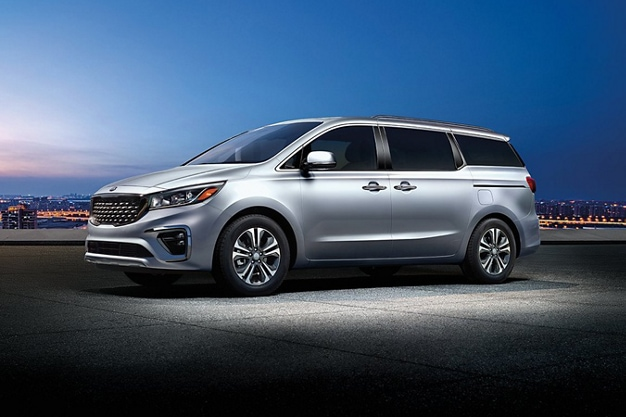 2021 Kia Sedona Exterior Three-Quarter View At Night