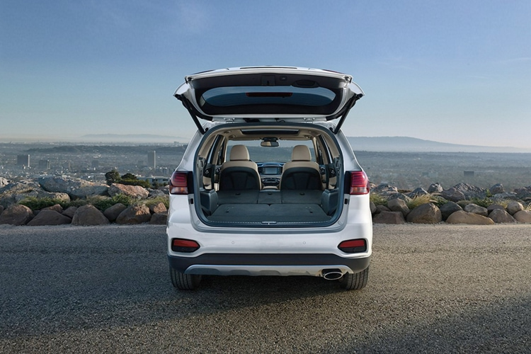 Cargo space and trunk of the 2019 Kia Sorento SUV