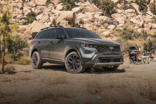 2021 Kia Sorento from 3/4 angle of front passenger side with rocky desert terrain in background