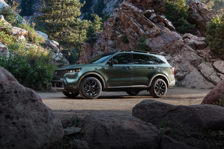 2021 Kia Sorento Parked In Front Of A Rocky Cliff Three-Quarter View