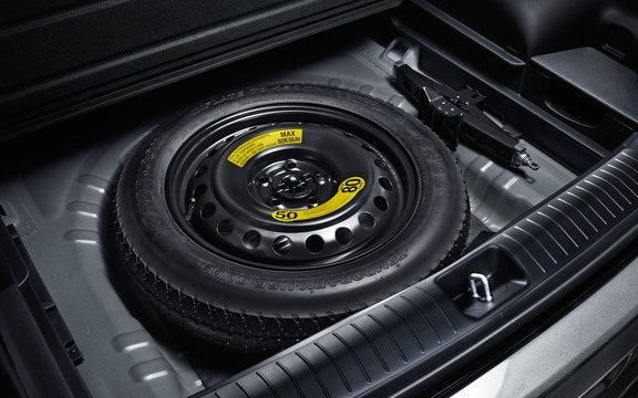 Space-saver spare tire in the 2019 Kia Sportage SUV