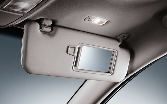 Dual illuminated visor vanity in the 2019 Sportage