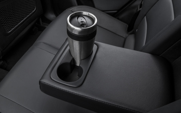 Rear armrest w/ cup holder in the 2019 Sportage
