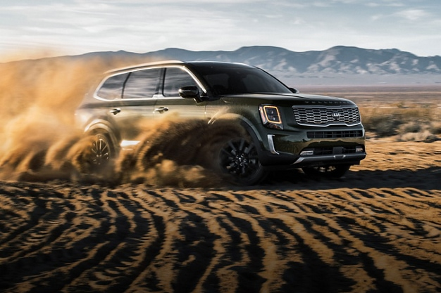 2020 Kia Telluride in the Dirt