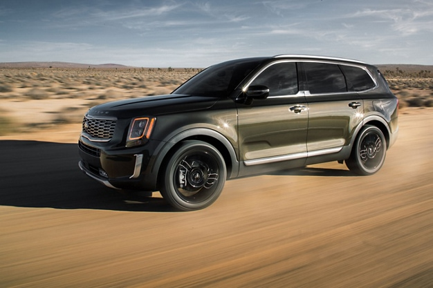 2020 Kia Telluride on a Dirt Road