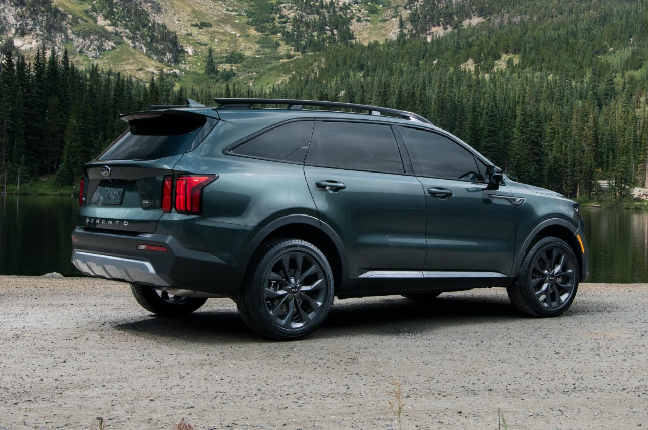 2021 Kia Sorento Parked In Front Of A Cabin And Trees Three-Quarter View